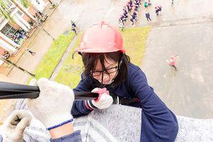 Hồi hộp xem trẻ em học cách thoát hiểm khỏi nhà cao tầng