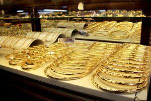 Giá vàng trong nước đồng loạt tăng vọt