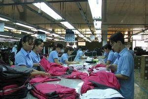 Xuất khẩu đứng thứ 3 thế giới, dệt may vẫn lơ là nội địa