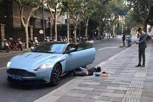 Chụp ảnh 'đánh đu' theo trào lưu 'ngã sấp mặt' giữa phố, cô gái bị cảnh sát phạt nặng