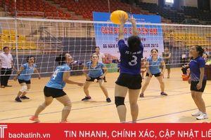 Sôi nổi giải bóng chuyền hơi kỷ niệm ngày thành lập Hội Phụ nữ Việt Nam