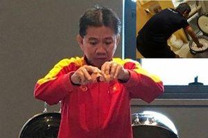 HLV Hoàng Anh Tuấn nấu cháo vì lo U19 Việt Nam ngán mì gói