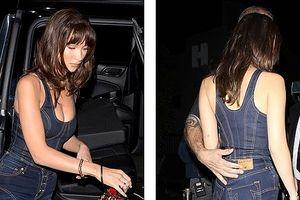 Bella Hadid phô diễn đường cong nóng bỏng với set đồ denim cá tính
