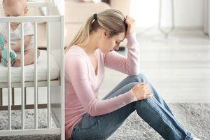 Mẹ chồng không cho tôi bước chân vào nhà vì đã gửi con cho bà để cùng chồng đi du lịch