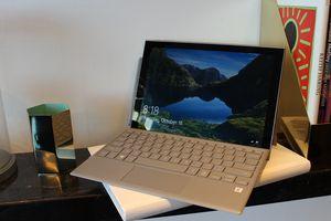 Cận cảnh tablet Windows 10 Samsung Galaxy Book2
