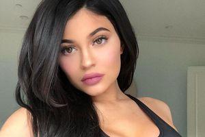 Kylie Jenner lại tiêm filler để môi căng mọng gợi cảm