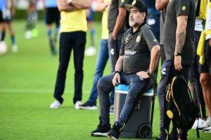 Maradona không thể đi lại bình thường