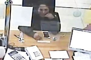 Truy tìm người phụ nữ trộm iPhone để quên ở ngân hàng