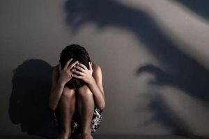 'Yêu râu xanh' bức hại bé gái 8 tuổi