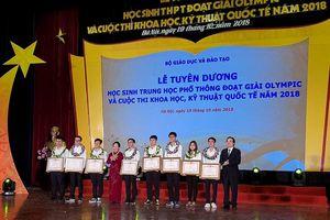 Tặng Huân chương lao động hạng 3 cho hai em học sinh xuất sắc
