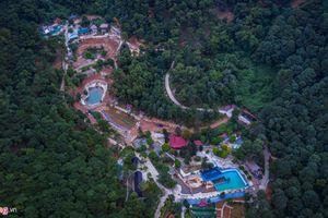 Bên trong khu sinh thái ở Sóc Sơn được lãnh đạo xã gọi là 'nhà tạm'