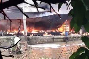 Nổ bình gas, một người chết trên tàu dầu bốc cháy dữ dội