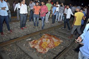 Tàu hỏa lao vào đám đông dự lễ hội, ít nhất 50 người thiệt mạng