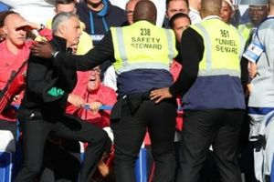 Tại sao Mourinho muốn ăn thua đủ với trợ lý Chelsea?