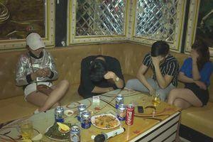 21 nam nữ phê ma túy trong quán karaoke