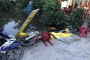 Hải Phòng: Ô tô mất lái lao thẳng vào đám ma khiến 4 người phải nhập viện cấp cứu