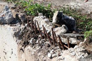 Kon Tum: Phá hoại công trình kè sông để lấy sắt…. bán phế liệu