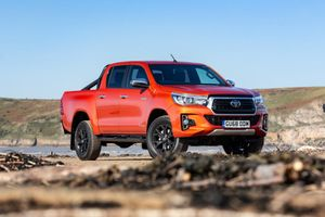 Toyota Hilux Invincible X 2019 ra mắt, giới hạn 150 chiếc