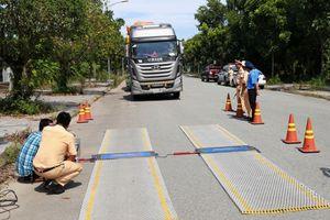 Một xe chở quá tải trọng bị xử phạt tới... 111 triệu đồng