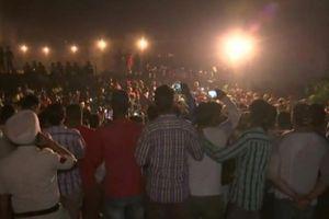 Tàu hỏa tông lễ hội ở Ấn Độ, ít nhất 59 người chết