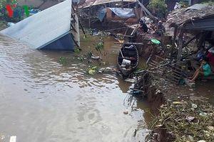 'Hà bá' nuốt 2 căn nhà của người dân ở An Giang