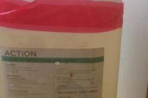 Ô tô du lịch 'chở' 18 kg ma túy hóa lỏng