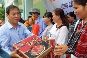 Báo Kinh tế nông thôn chia sẻ khó khăn cùng bà con Tam Chung