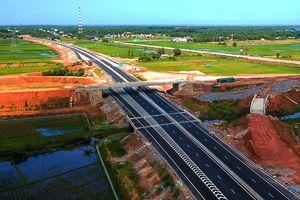 Cao tốc 34.500 tỷ Đà Nẵng - Quảng Ngãi thấm dột do thi công ẩu?