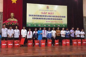 LĐLĐ tỉnh Bắc Ninh: Tặng quà nữ công nhân viên chức lao động có hoàn cảnh đặc biệt khó khăn