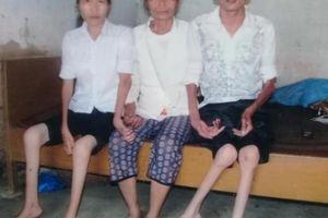 Xót xa cảnh mẹ già bị tai biến chăm 2 con bị teo cơ bẩm sinh