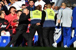 Clip: Mourinho đòi 'ăn thua đủ' với trợ lý HLV Chelsea