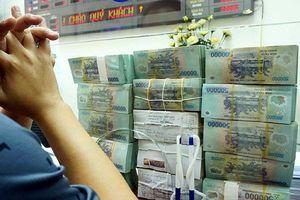 Tài chính tuần qua: 'Ông lớn' ngân hàng 'bạo tay' tăng lãi suất