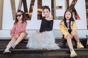 Họa tiết kẻ, gam màu sặc sỡ chiếm sóng 'The Best Street Style' ngày thứ 2