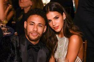 Siêu sao Neymar lại chia tay với bạn gái minh tinh