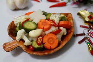 Tự làm rau củ muối chua ngọt ăn chống ngán hiệu quả