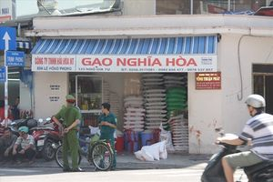 Bắt khẩn cấp đối tượng đâm chủ tiệm gạo nhiều nhát