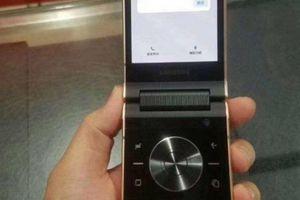 Xuất hiện ảnh trên tay điện thoại nắp gập Samsung W2019, lộ thiết kế camera