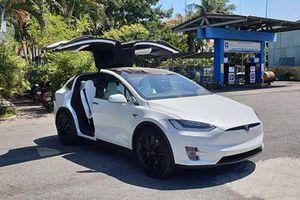 Soái ca Hà Nội mua Tesla Model X P100D 9 tỷ tặng vợ