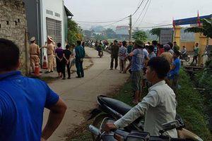 Cảnh sát vây bắt nghịch tử chém chết mẹ, bắt giữ con tin