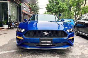 Cận cảnh Ford Mustang 2018 màu độc giá 2,7 tỷ