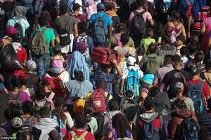 Kinh ngạc đoàn người di cư 'ồ ạt' tiến về Mỹ