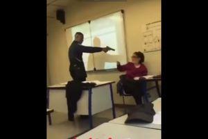 Bị bắt vì chỉa súng giả vào đầu cô giáo