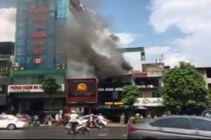 Cháy lớn tại một nhà hàng ăn ở Hà Nội