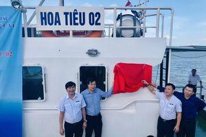 Tàu Hoa tiêu được gắn biển công trình chào mừng Đại hội công đoàn