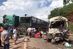 Xe khách và xe tải tông nhau, hơn 10 người bị thương