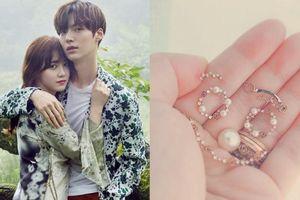 Goo Hye Sun bất ngờ tiết lộ chiếc nhẫn cưới do chính ông xã 'Vì sao đưa anh tới' Ahn Jae Hyun thiết kế