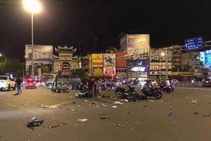 Nữ tài xế BMW đâm 5 xe máy ở Sài Gòn, người bị thương nằm la liệt