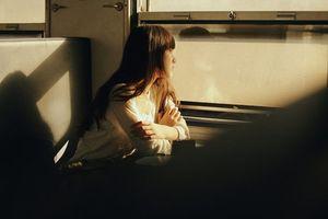 Cô gái chia tay người yêu vì 'không mua quà mà toàn chuyển tiền' gây tranh cãi