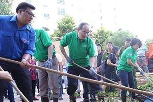 TP.HCM: Bí thư Nguyễn Thiện Nhân cùng người dân dọn rác kênh rạch để giảm ngập
