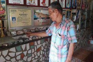 Ông lão Phú Quốc dựng hàng trăm vỏ tivi làm hàng rào 'độc nhất' miền Tây
